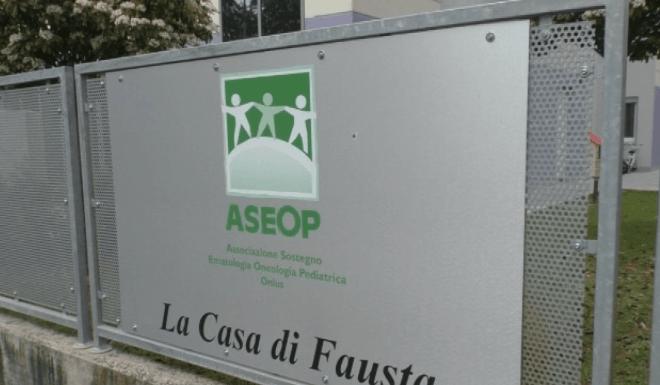 CASA DI FAUSTA, LA BALORDA DONA 5000 EURO PER ASEOP